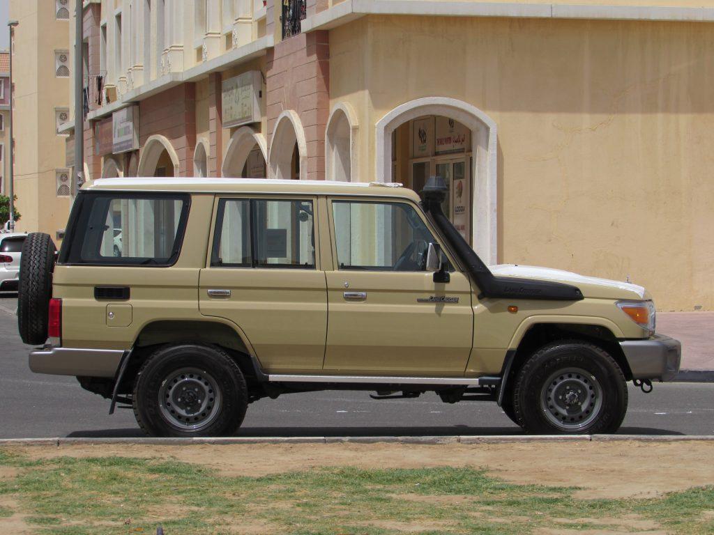 Land Cruiser Hardtop Vdj76 4 5l V8 Diesel 5 Door Semi Long Wheel